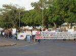 Servidores em greve fazem passeata em Água Boa