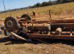 Água Boa - Caminhão boiadeiro tomba na BR-158 e mata 15 bois e deixa outros feridos(vídeo)