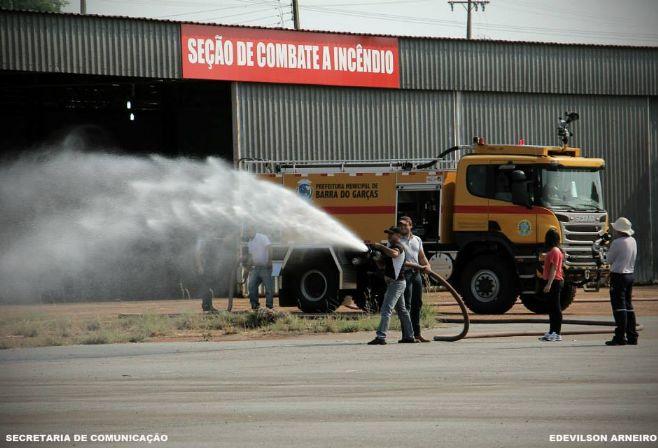Bombeiros e Voluntários recebem capacitação para operar CCI no aeroporto de Barra