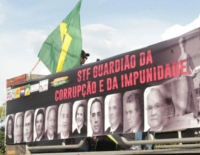Cuiabá registra protesto contra ministros do Supremo Tribunal Federal