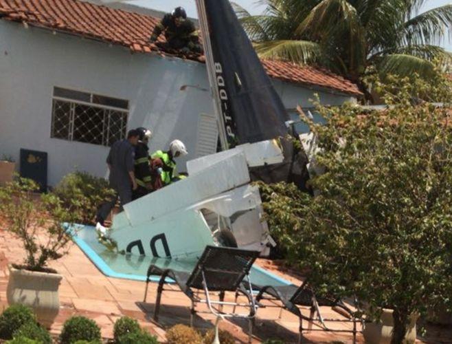 São José do Rio Preto (SP) - Avião que saiu de Tangará da Serra cai sobre casa e mata os três ocupantes