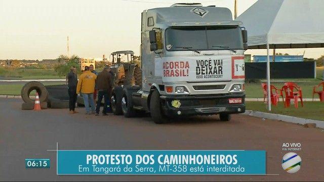 3º Dia - Caminhoneiros protestam em 16 trechos contra aumento de combustível nas rodovias de MT