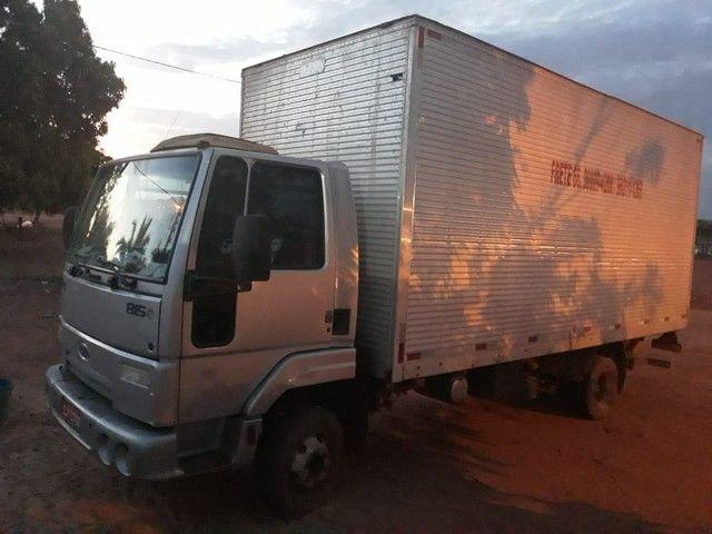 Poxoréu - Motorista de caminhão toma arma; atira e mata bandido