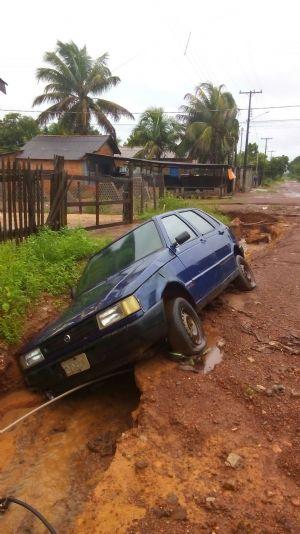 Forte chuva causa estragos em ruas de Ribeirão Cascalheira